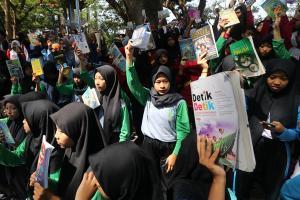 Ratusan Pelajar di Kediri Berbagi Buku Bacaan