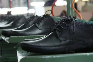 Kenaikan UMK Pukul Industri Sepatu Jatim