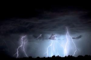 Angin Kencang Hantam Bangkalan, Jalan Raya Tangkel Macet