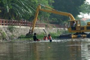 Kurangi Genangan, Pemkot Surabaya Optimalkan Pengerukan