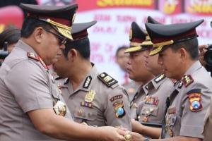 Ribuan Anggota Polisi Naik Pangkat