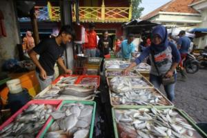 Pedagang Keluhkan Kelangkaan Stok Ikan Laut di Magetan