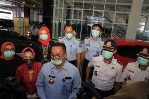 Jelang PSBB, Sopir Angkot di Surabaya Dapat Bantuan Sembako