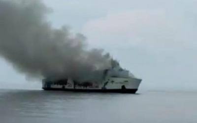 Kapal Berpenumpang Ratusan  Orang Terbakar di Masalembu