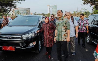 Risma Didesak Dukung Eri Cahyadi Sebagai Cawali Surabaya