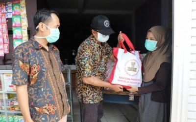 Sebanyak 26.122 KK Terima Bansos Sembako Dari Pemkot Surabaya