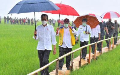 Kunjungan ke NTT, Jokowi Ajak Masyarakat Pakai Masker