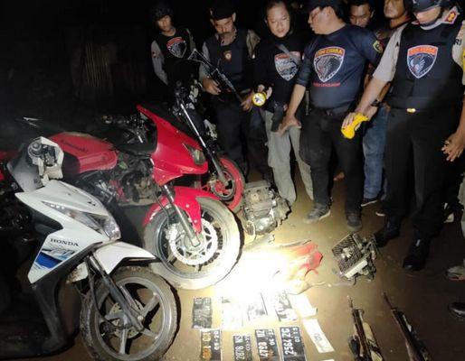 Gerebek Pelaku Begal, Polisi Temukan Sejumlah Motor di Hutan