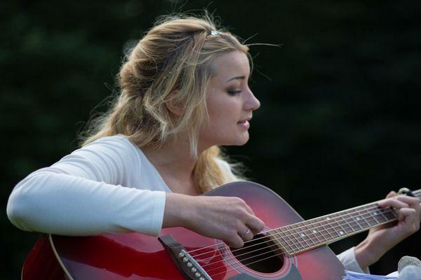 Mengusir Depresi dengan Bernyanyi