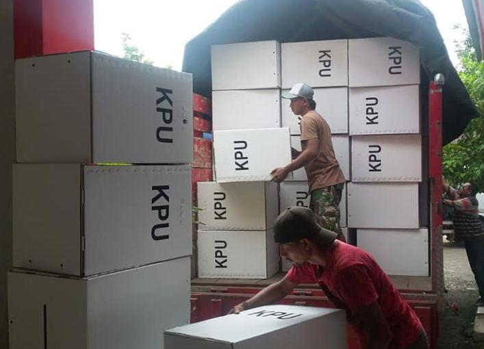 Kotak Suara Terkena Air Hujan di Jember Dikeringkan