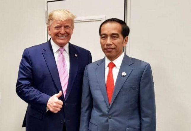 Trump Angkat Jempol Saat Foto Bareng Jokowi Usai Putusan MK